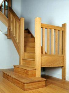 otras piezas para la de toda escalera son las vigas inclinadas sobre las cuales apoyan los escalones